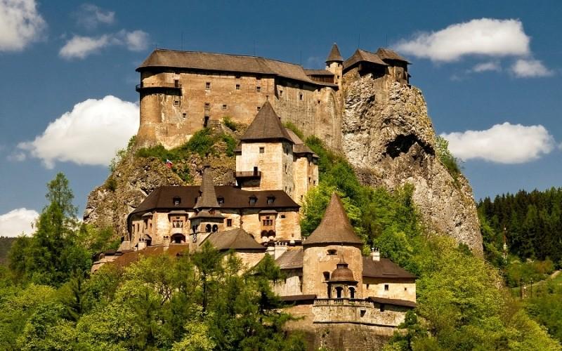 Выездная экскурсия в Оравский замок – Демяновские пещеры