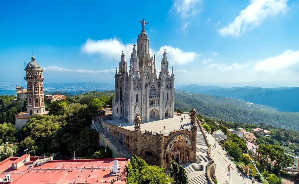 Поездка в Барселону и на шоу «Поющие фонтаны»