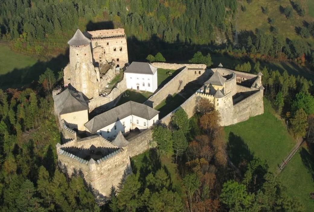 Выездная экскурсия в Любовнянский замок