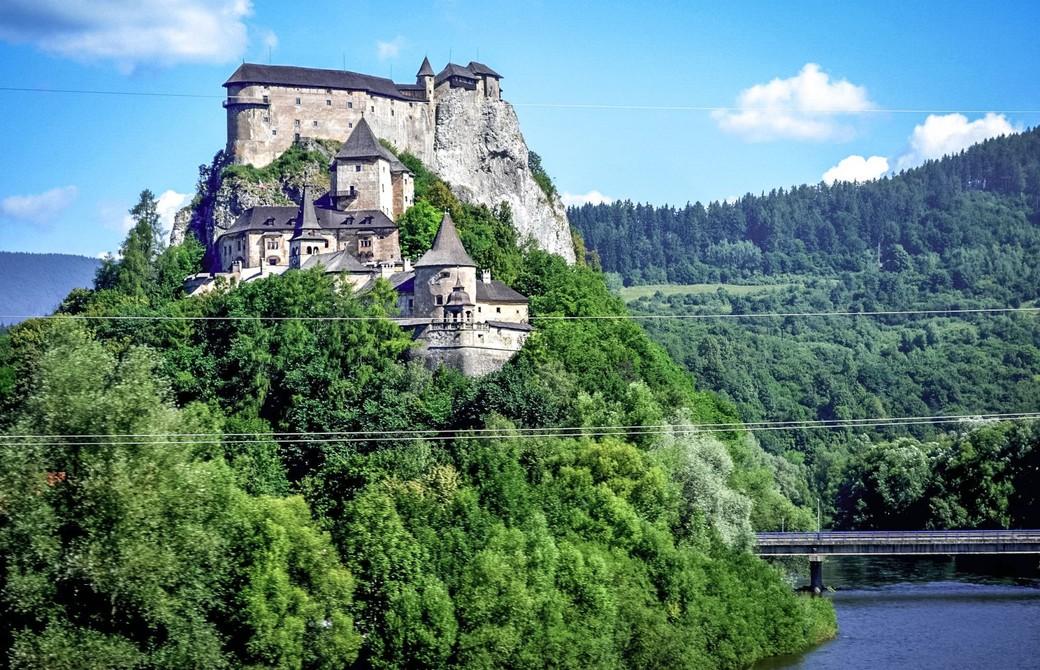 Экскурсионная поездка в Оравский замок